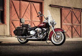 2017-Harley-Davidson-Heritage-Softail-Classic3-small