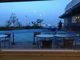 横浜ベイサイドマリーナで海を見ながら・・「ロン (LONG)」